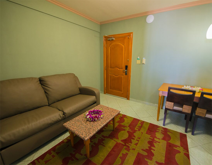 Living-Area-Studio-Suite-Wyndham-Garden-Guam-4