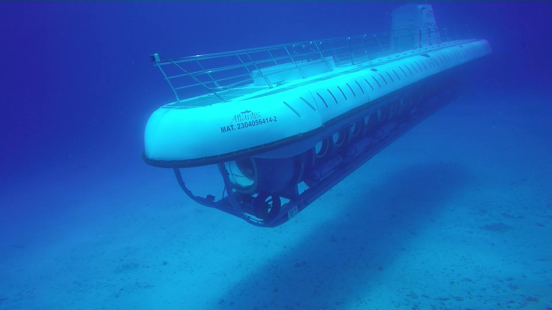 Submarine tour